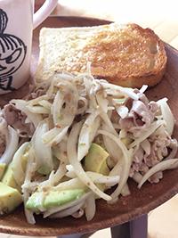 豚肉とアボカドのサラダ